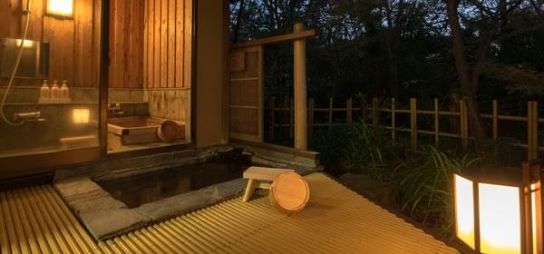 旅館の部屋付き露天風呂